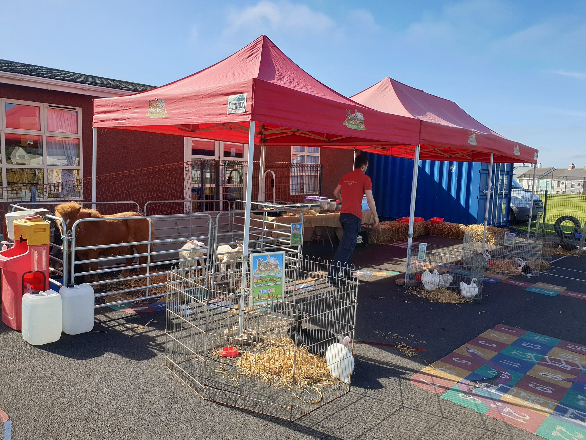 Not often we need to put up the gazebos to keep the sun of us…. but today in Portstewart the sun is shining and it's an exciting day to end a busy Nursery school year.🌞🐑🦎🐎🐢