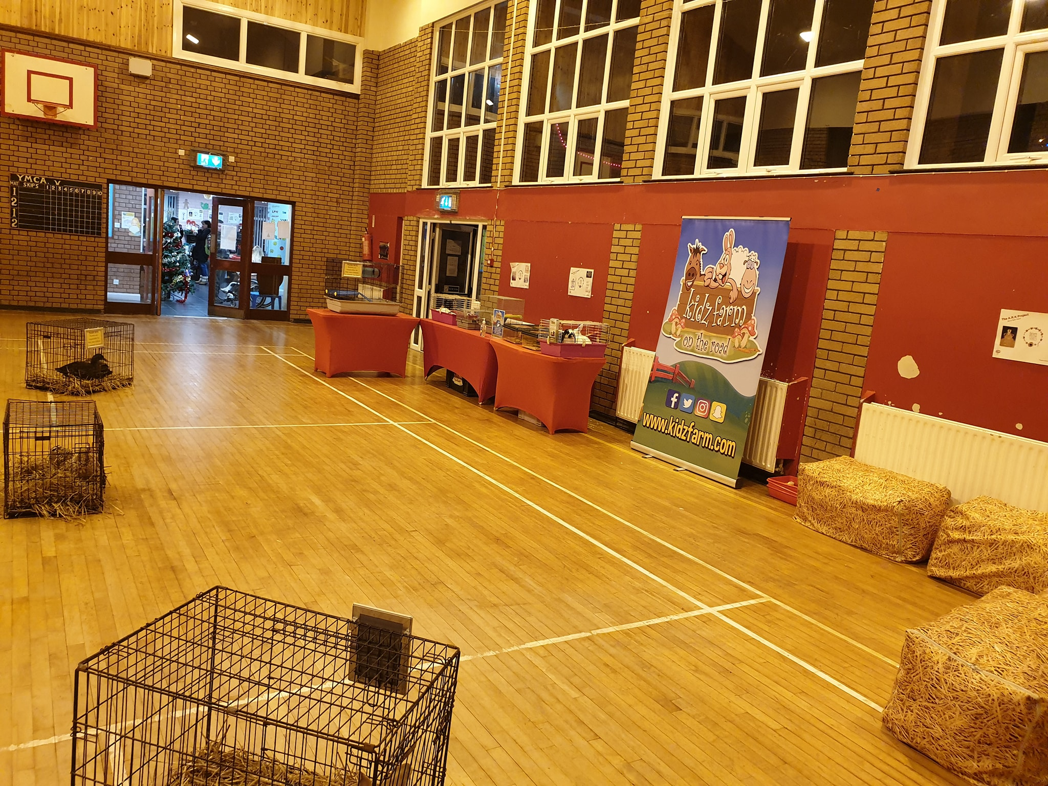 Read more about the article So whilst I was out sailing about with Santa tonight visiting lots of extremely good Boys and Girls ???. Noelle and Craig had a great time at the YMCA with Mencap showing our indoor package and had a brilliant time.